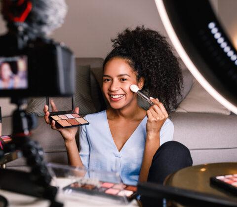 Girl shooting a makeup vlog with mirrorless and lighting