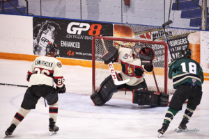 Figure 2 : Even with a decent shutter speed, you will sometimes get motion blur as on player #18 and the puck