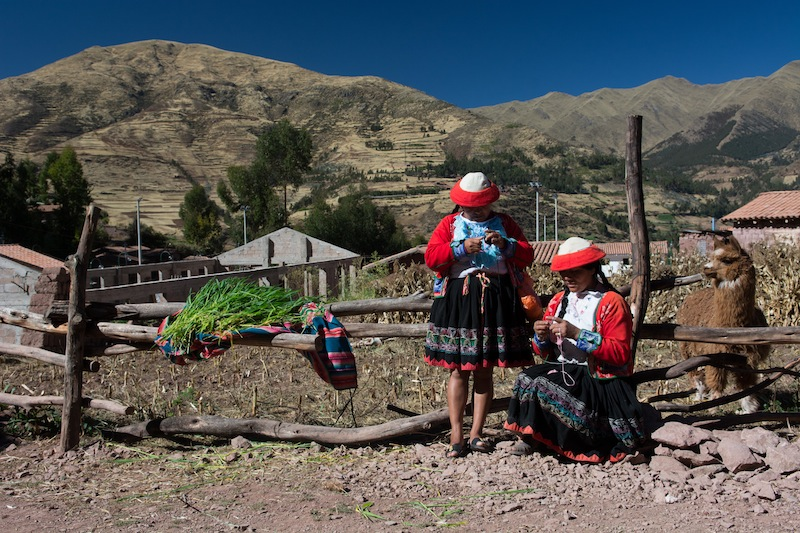 Women working on The Weaving Project in Peru